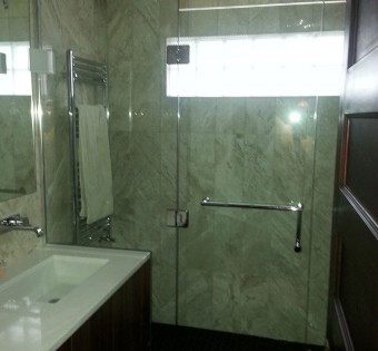 custom-frameless-glass-shower-enclosure-mn